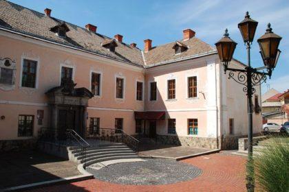 Белый Дворец, Мукачево